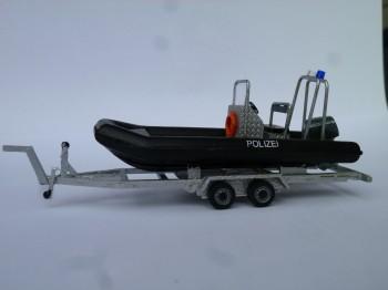 Anhänger mit Schlauchboot Typ C